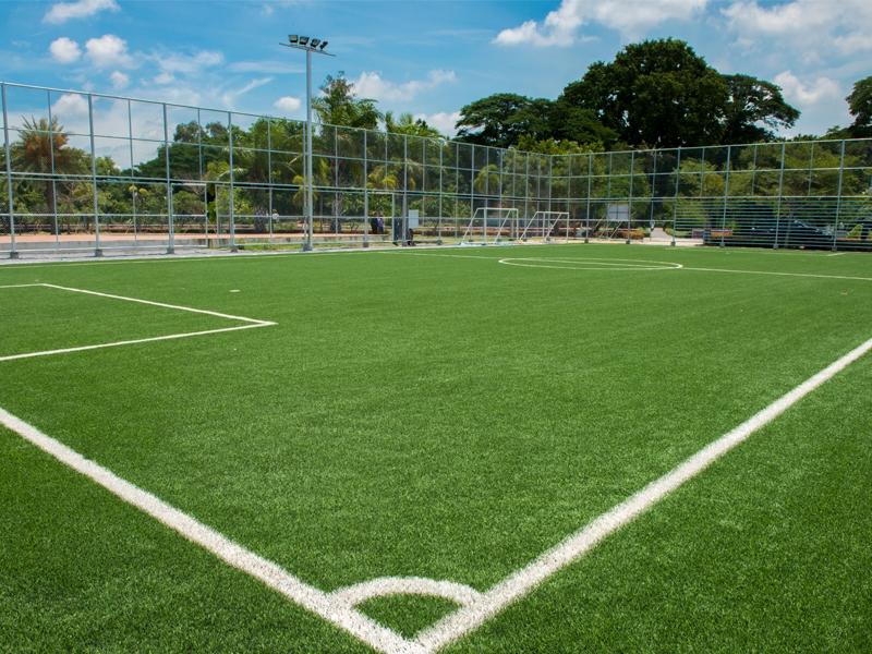 สนามฟุตบอลหญ้าเทียมกลางน้ำ กาญจนบุรี