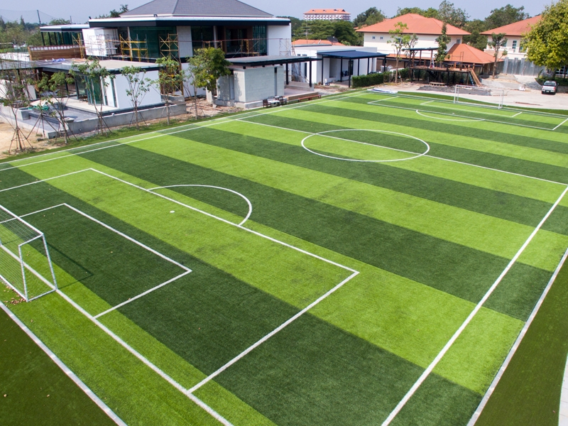 สนามฟุตบอลหญ้าเทียม หมู่บ้านไพน์เฮิร์สท