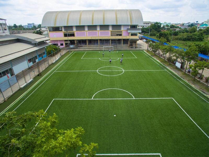 สนามฟุตบอลหญ้าเทียม โรงเรียนเทศบาลอ้อมน้อย