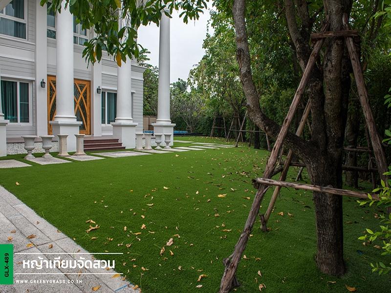 จัดสวนหญ้าเทียม Q.House Avenue ราชพฤกษ์