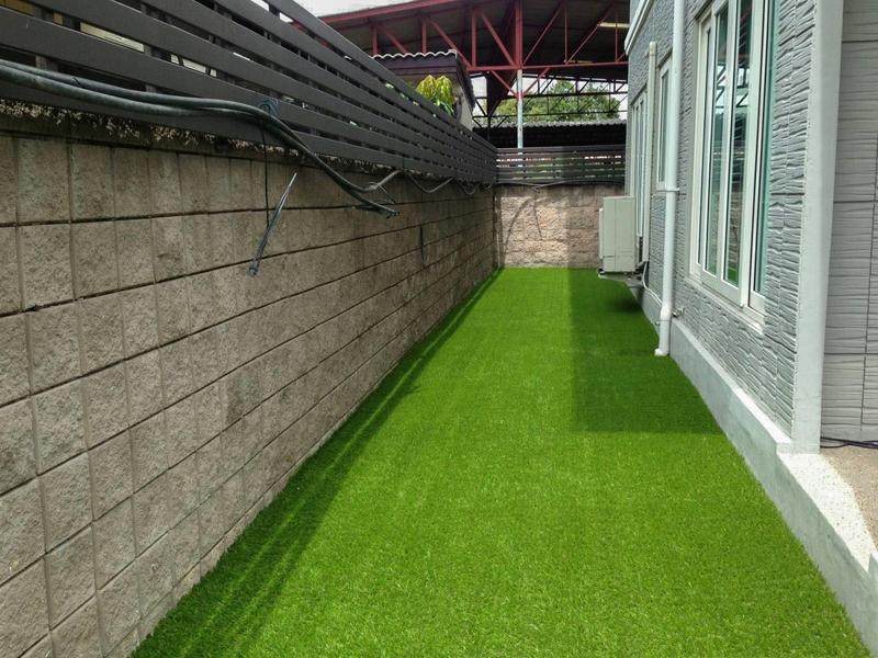 จัดสวนหญ้าเทียมรอบบ้าน The Ginza