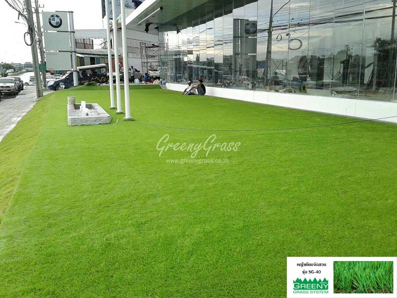 จัดสวนหญ้าเทียม หน้าโชว์รูม bmw มอเตอร์ราด