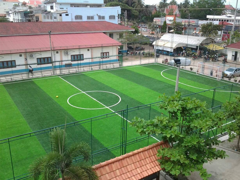 สนามฟุตบอลหญ้าเทียม รร.ลาวเวียด ถ.หนองบอน ต.นาไทร เวียงจันทร์ ประเทศลาว