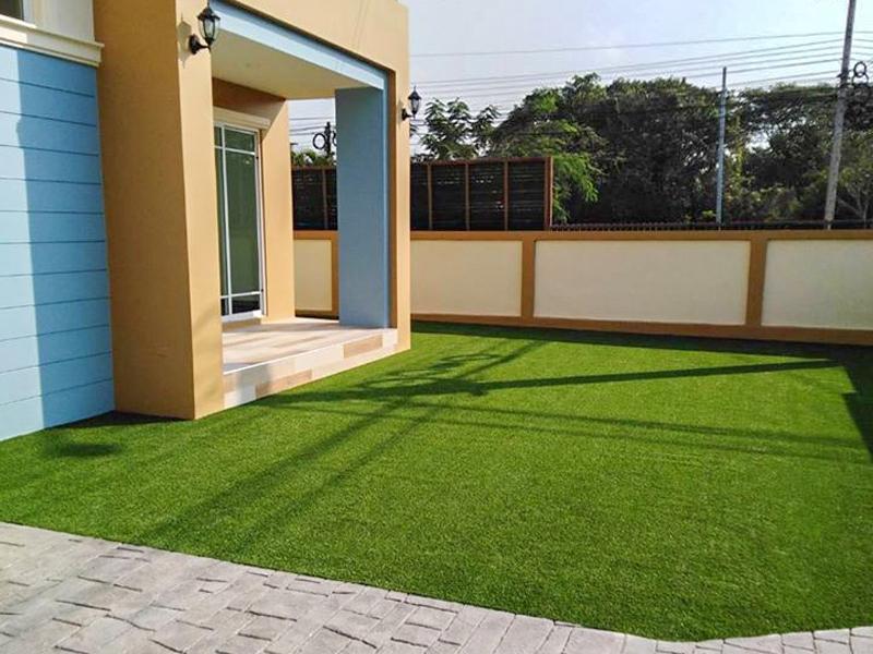 หญ้าเทียมแต่งสวน หมู่บ้านเปี่ยมภิรมย์