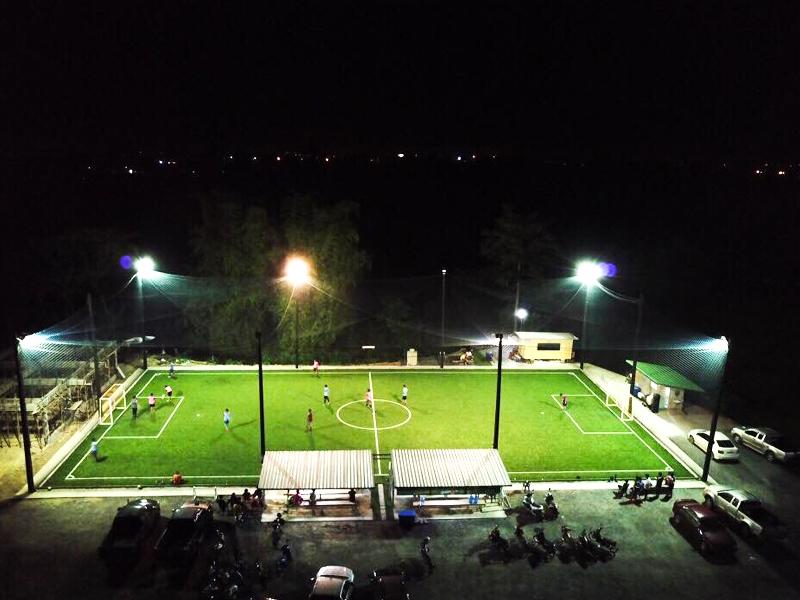 สนามฟุตบอลหญ้าเทียม เพลงเพลง อารีน่า