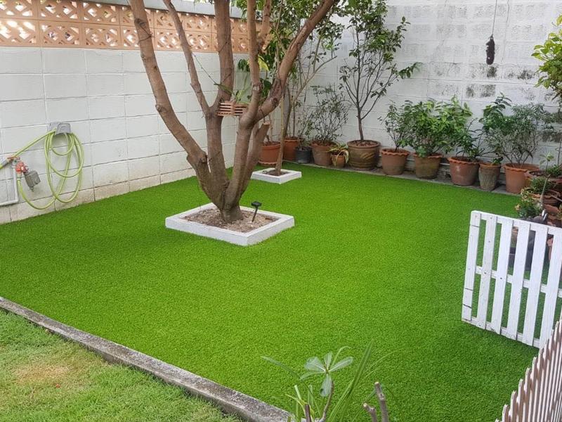 สวนหย่อมหญ้าเทียม หมู่บ้านเสนานิเวศน์ 1