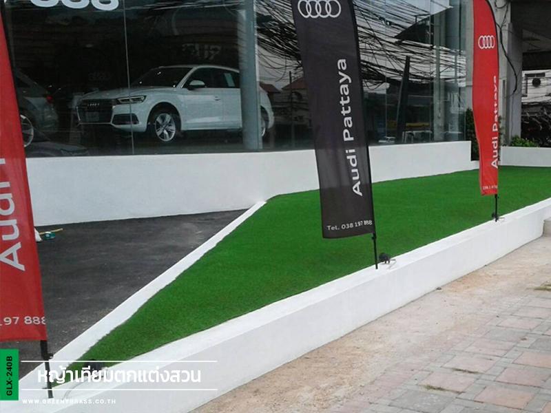 ตกแต่งหญ้าเทียมหน้าโชว์รูม Audi พัทยา