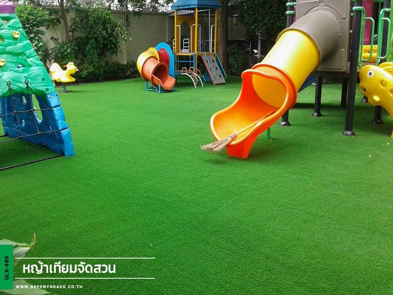สนามเด็กเล่นหญ้าเทียม โรงเรียนราชินีบน