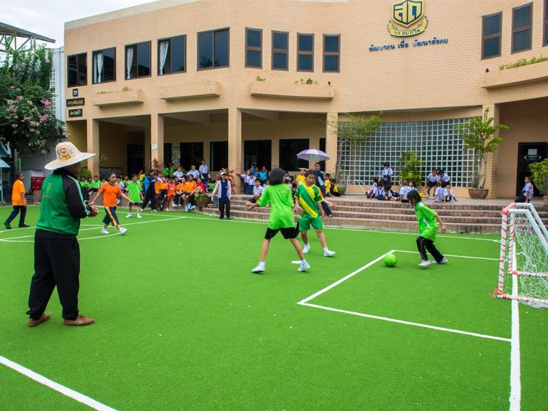 สนามฟุตซอลหญ้าเทียม โรงเรียนสมถวิล