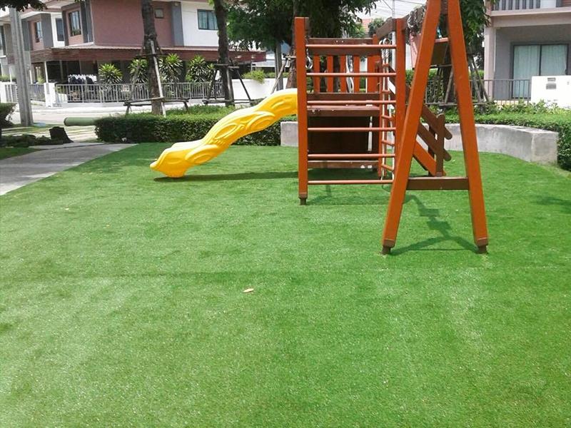 สนามเด็กเล่นหญ้าเทียม ฮาบิเทียชายน์ ท่าข้าม