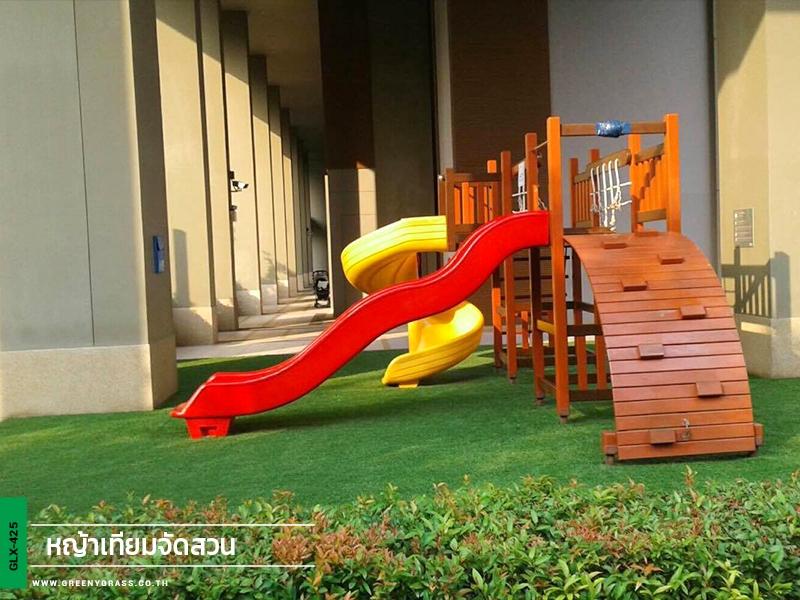 สนามเด็กเล่นหญ้าเทียม คอนโดลุมพินีริเวอร์ไซด์ พระราม3