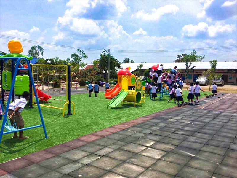 สนามเด็กเล่น โรงเรียนบ้านหนองหญ้าปล้อง