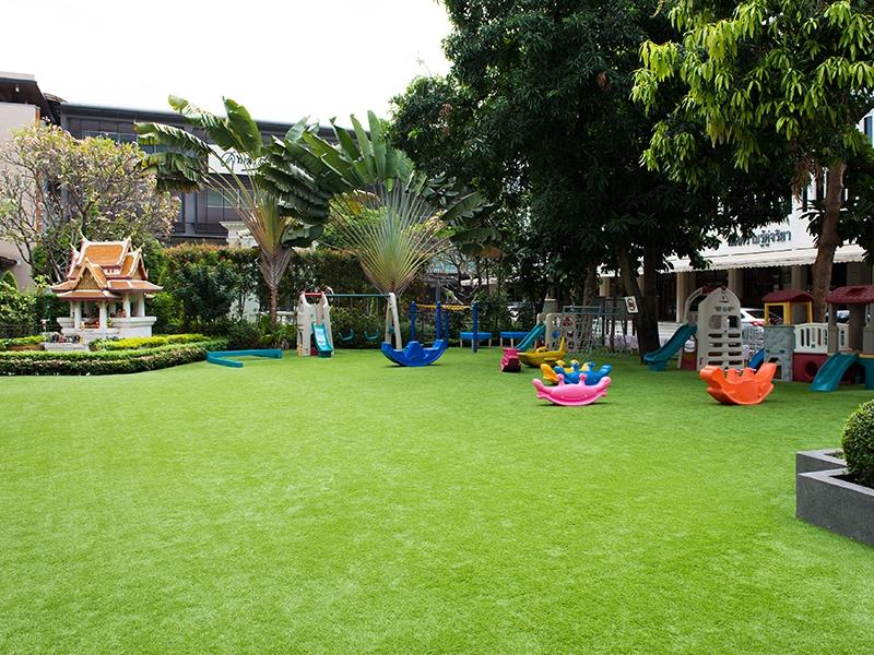 ติดตั้งหญ้าเทียมสนามเด็กเล่น โรงเรียนราชินี