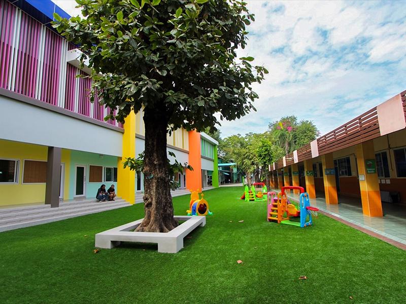 สนามหญ้าเทียม โรงเรียนกรุณาศึกษา