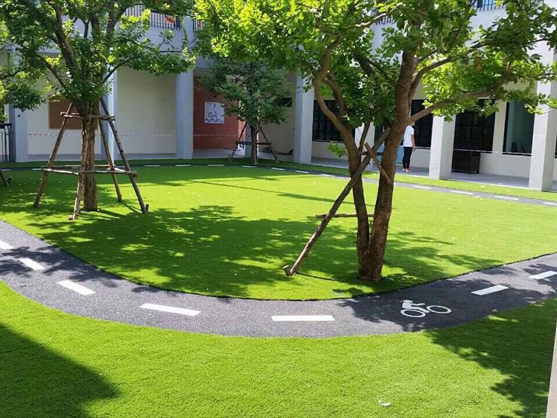 สนามหญ้าเทียม โรงเรียนอนุบาลฟ้าสิรินทร์ คลอง 5