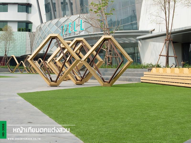 จัดสวนหญ้าเทียม หน้าห้าง Zpell