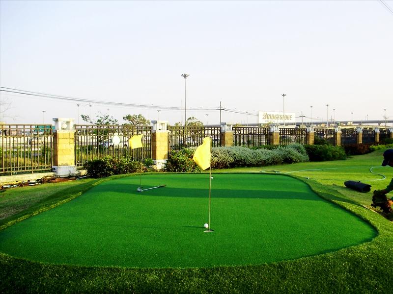 สนามกอล์ฟหญ้าเทียม หมู่บ้านมัณฑนา