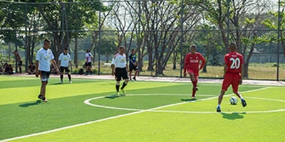 สนามฟุตบอลหญ้าเทียม ภายในกรมทหาร (ร.1พัน2.รอ.)