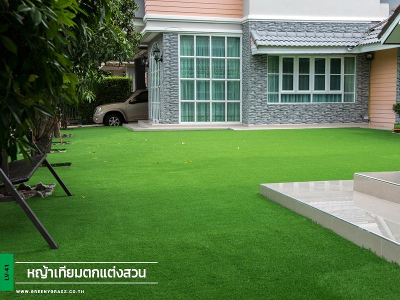 สนามหญ้าเทียมบนพื้นปูน หมู่บ้านภัทรา ลาดกระบัง