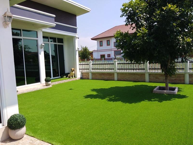 จัดสวนบนพื้นปูนด้วยหญ้าเทียม จ.ชัยนาท