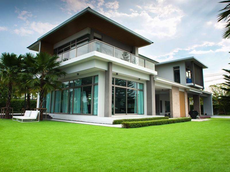 จัดสวนหญ้าเทียม บ้านพักริมทะเลสาบ เลคไซต์ รังสิต