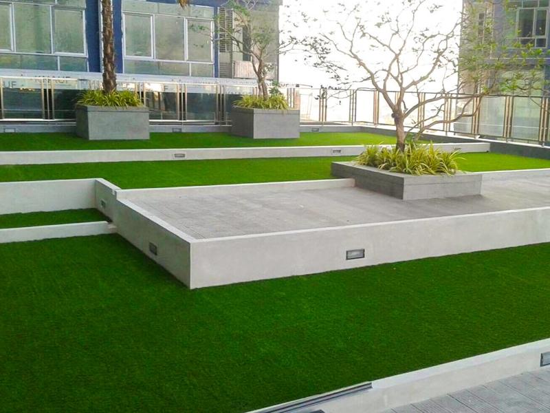 จัดสวนดาดฟ้าพื้นที่ส่วนกลางคอนโด metro sky ประชาชื่น