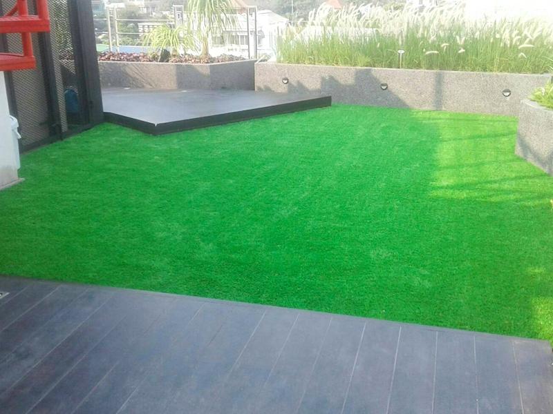 งานติดตั้งหญ้าเทียมบนดาดฟ้า บริษัท สาย4 พีพีดรักส์