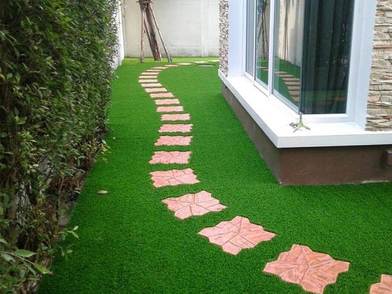 จัดสวนหญ้าเทียม หมู่บ้านแกรนด์ บางกอก บูเลอวาร์ด
