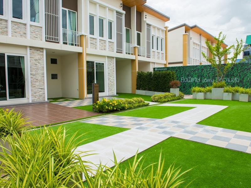 จัดสวนหญ้าเทียม บ้านตัวอย่าง โกลเด้น นีโอ