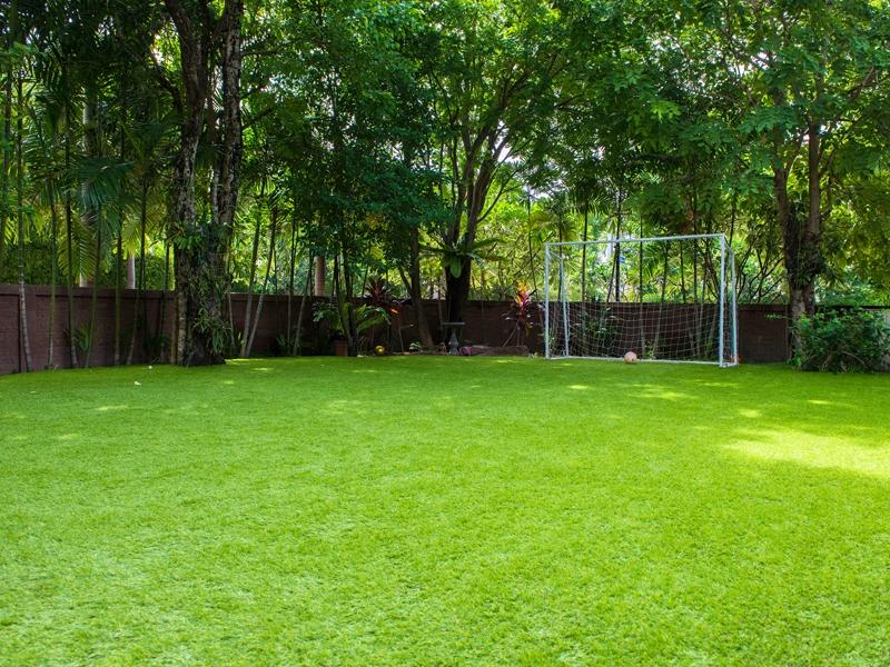 สนามฟุตบอลในสวน ลัดดารมย์ อิลิแกนซ์