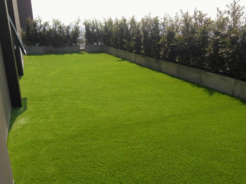 ปูหญ้าเทียมบนระเบียง คอนโด Centric อารีย์