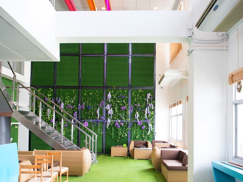 หญ้าเทียมแต่งห้องสมุด มหาวิทยาลัยเทคโนโลยีราชมงคล
