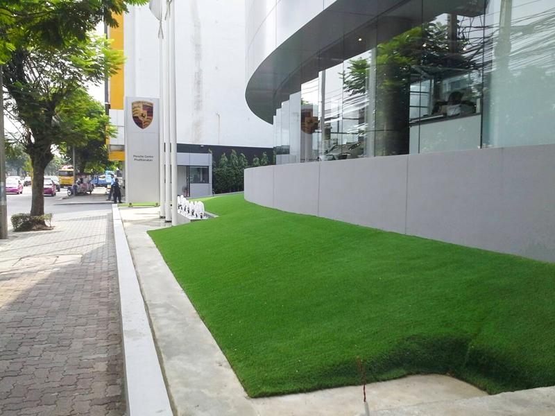 จัดสวนหญ้าเทียม โชว์รูม Porsche