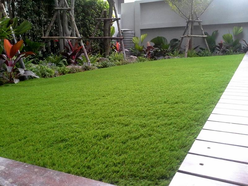 แต่งสวนหญ้าเทียม หมู่บ้านเนอวาน่า รามคำแหง