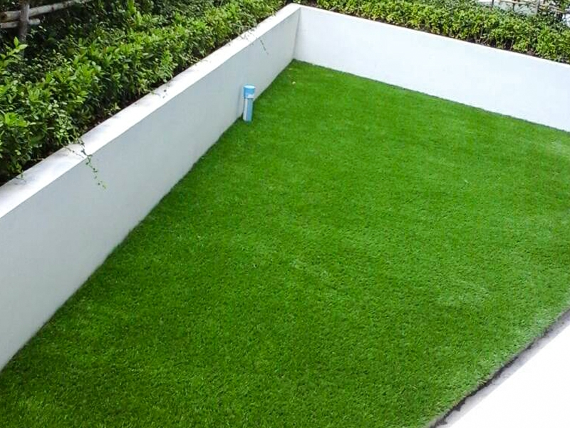 จัดสวนระเบียงหญ้าเทียม TC Green Condo