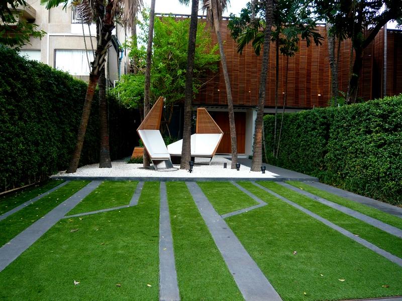 แต่งสวนหญ้าเทียม โชว์รูมเฟอร์นิเจอร์ KENKOON