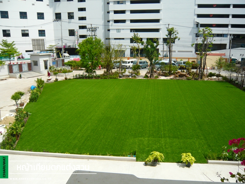 จัดสวนหญ้าเทียม โรงเรียนจารุวัฒนานุกูล