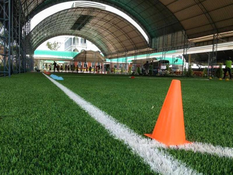 สนามฟุตบอลหญ้าเทียม โรงเรียนสารสาสน์วิเทศร่มเกล้า
