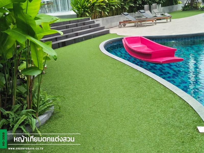 ปูหญ้าเทียมรอบสระว่ายน้ำ คอนโด Ultimate