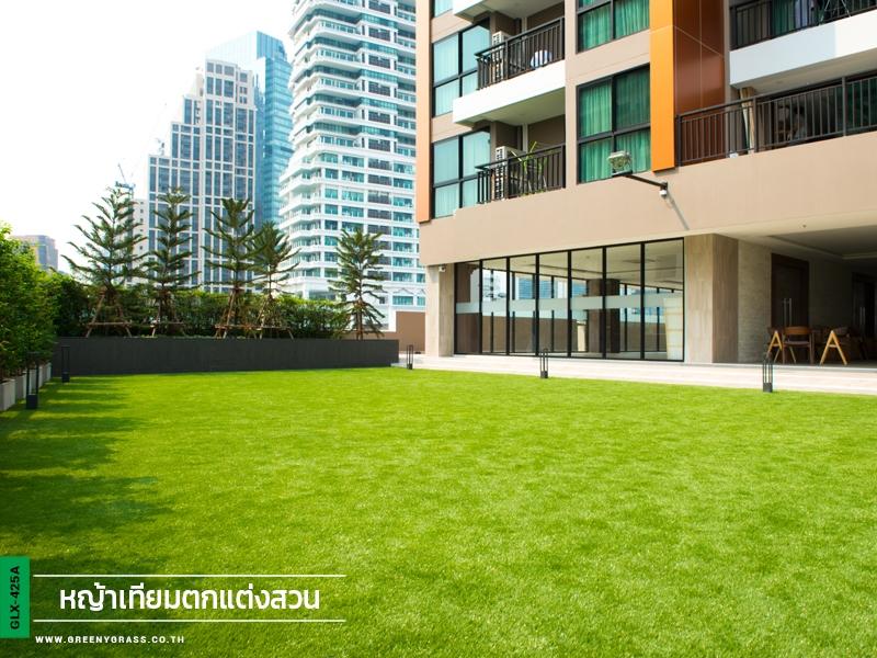 สนามหญ้าเทียมบนดาดฟ้า Upper Suites สุขุมวิท39