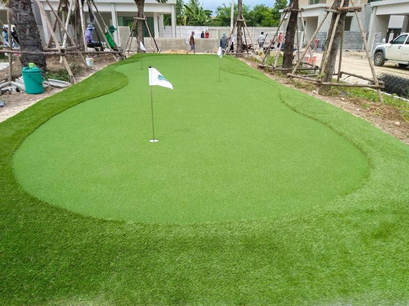 กรีนพัตต์กอล์ฟหญ้าเทียม พื้นที่ส่วนกลาง เสนา แกรนด์โฮม