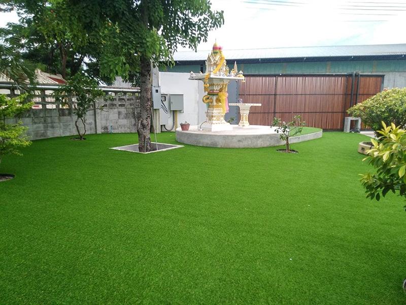 จัดสวนด้วยหญ้าเทียม บ้านพัก จ.นครสวรรค์