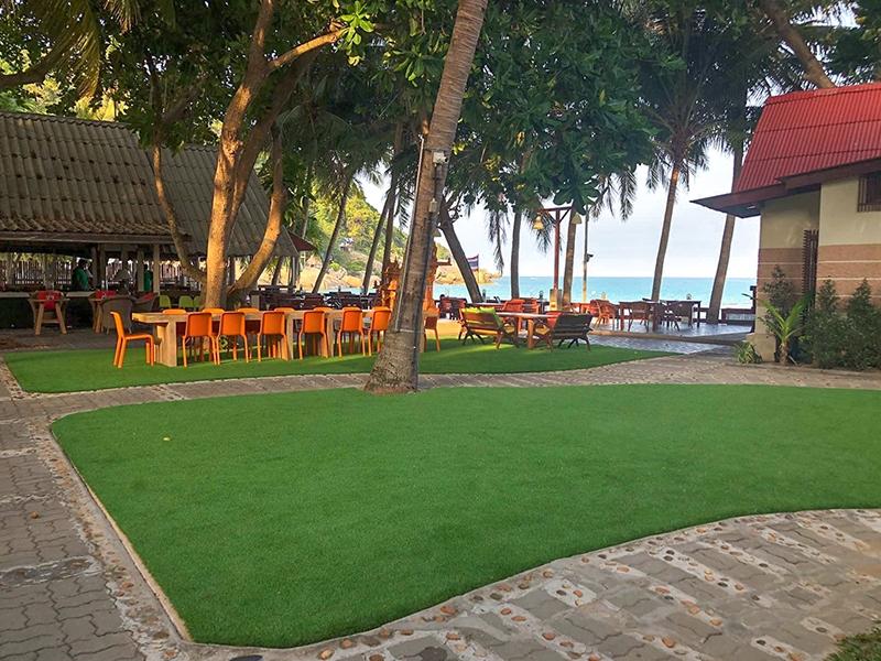 แต่งสวยด้วยหญ้าเทียม palita lodge เกาะพะงัน