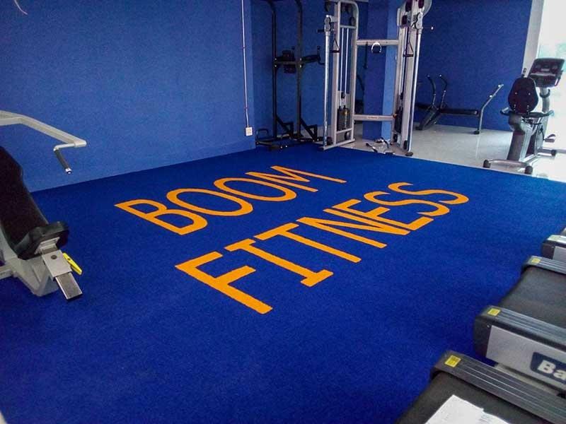 พื้นฟิตเนสหญ้าเทียม boom fitness ร่มเกล้า