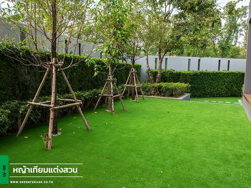 สวนหญ้าเทียมในบ้านพักส่วนตัว ซอยเทียนทะเล