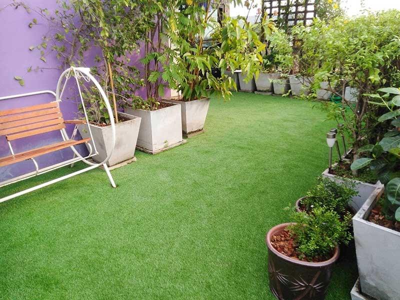 จัดสวนหญ้าเทียม บนระเบียง หมู่บ้านเคหะนคร 2
