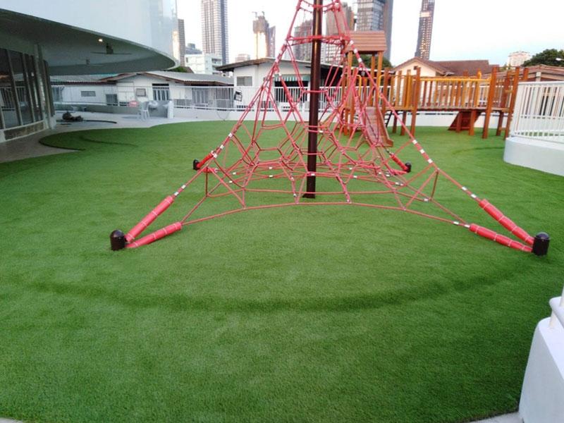 หญ้าเทียมสนามเด็กเล่น The Apple Tree International