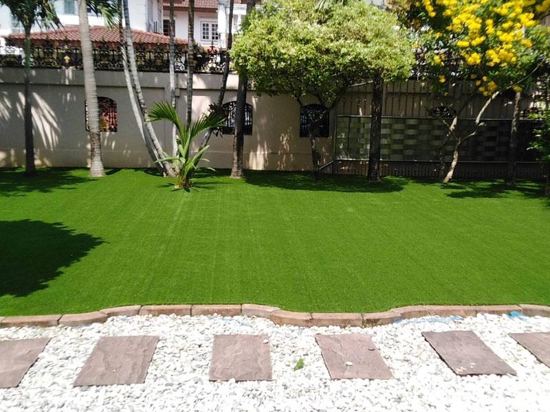 ติดตั้งหญ้าเทียมหมู่บ้านมณียา ท่าอิฐ