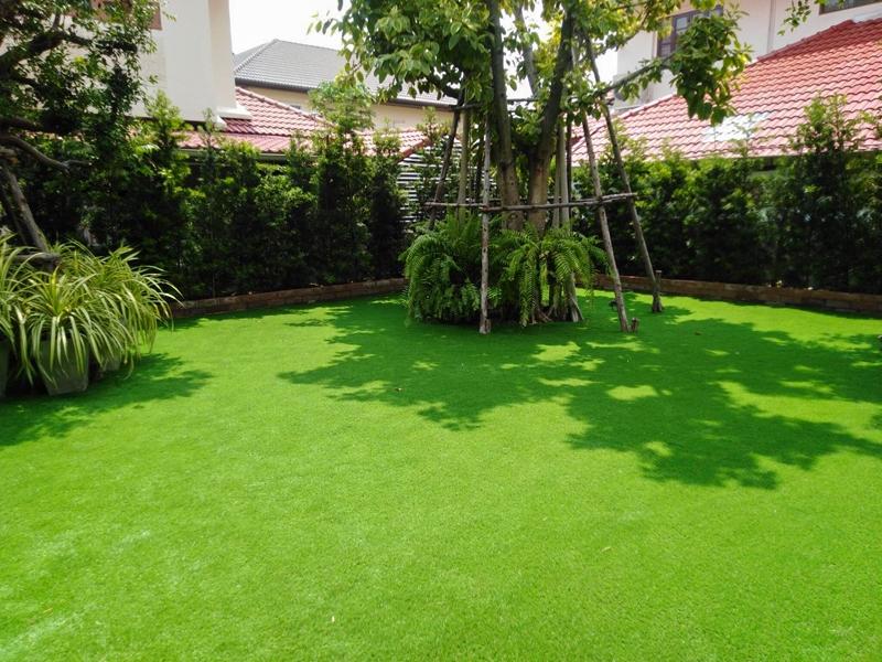 แต่งสวนหญ้าเทียม หมู่บ้านชัยพฤกษ์