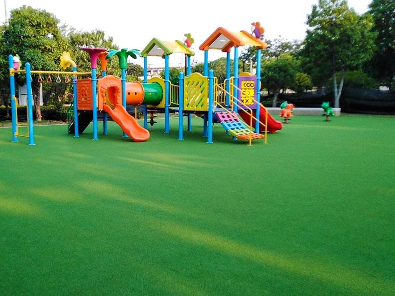 สนามเด็กเล่นหญ้าเทียม สวนสาธารณะกัลปพฤกษ์ ถนนกัลปพฤกษ์